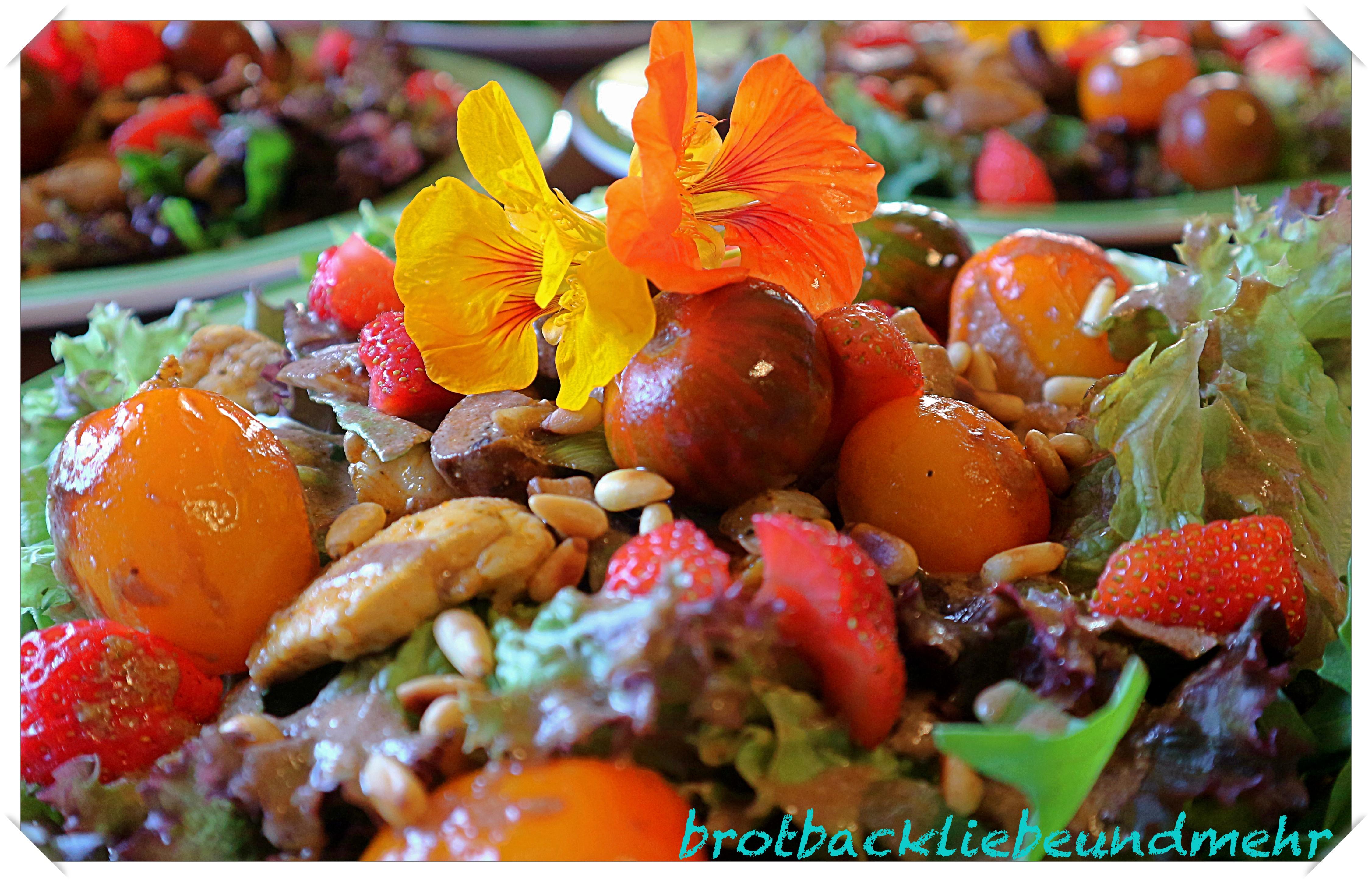 Mein Sommer-Salat mit warmen Cocktailtomaten und Hähnchenstreifen